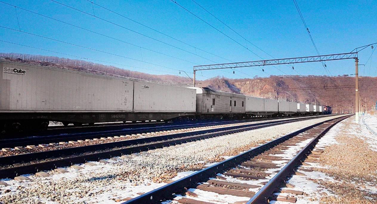 Скоростной поезд в ХуньЧунь